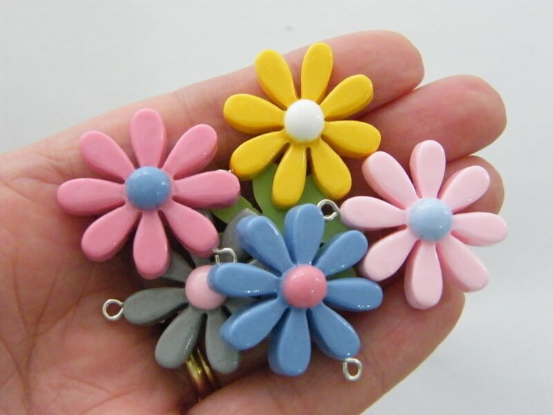 4 Flower pendants random mixed resin F337