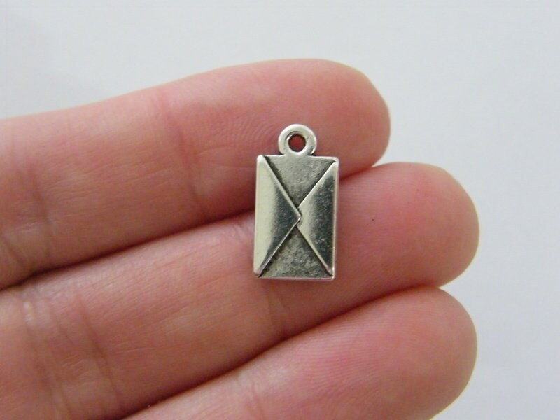 10 Envelope charms antique silver tone P370