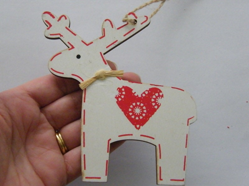 1 Reindeer white red heart wood pendant CT