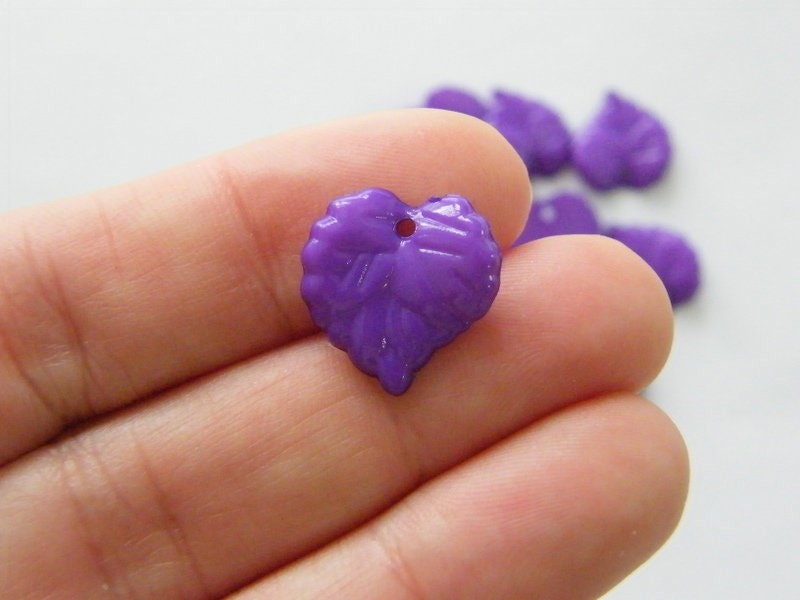 100 Purple leaf charms plastic AL1