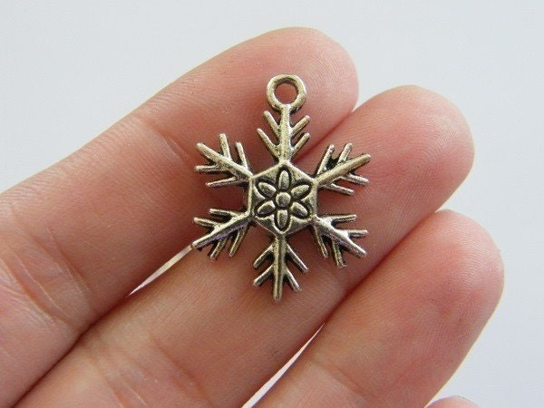 6 Snowflake  charms antique silver tone SF18
