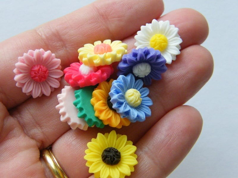 12 Flower daisy random mixed embellishment cabochon resin F347