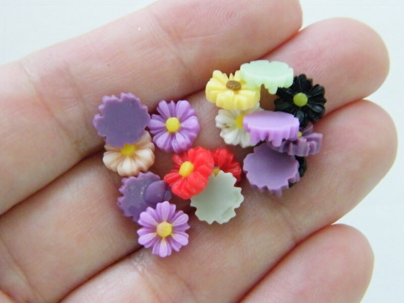 30 Flower daisy mixed random embellishment cabochons resin F349