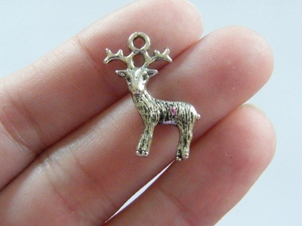 8 Reindeer charms antique silver tone CT26