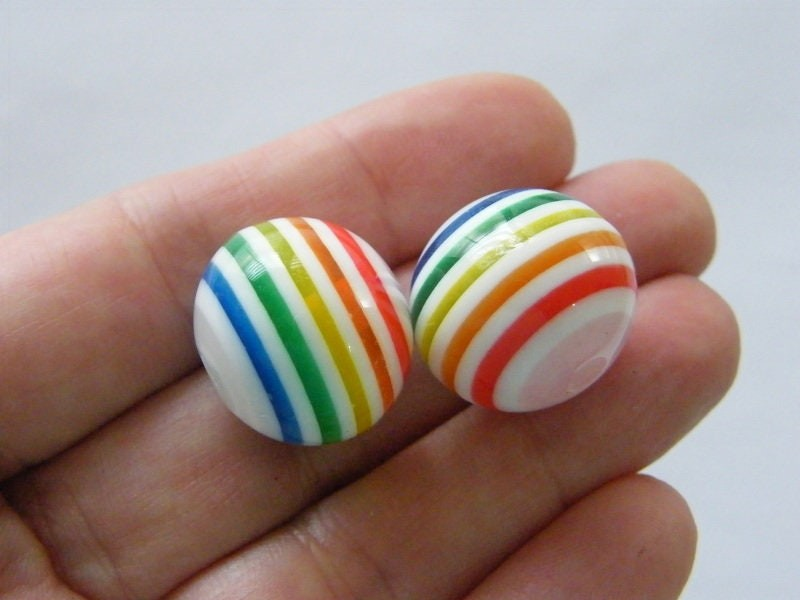 10 Rainbow and white stripe 20mm resin beads AB408
