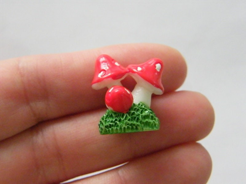 4 Mushroom embellishment miniature fairy garden resin L52