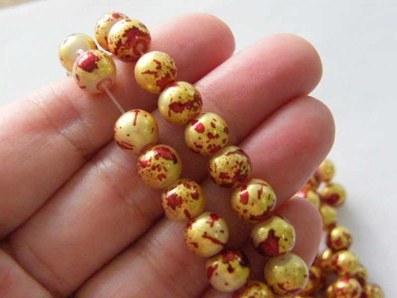 95 Gold and red glitter beads glass B186