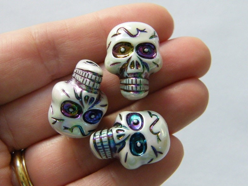 8 Off white AB skull beads acrylic HC168