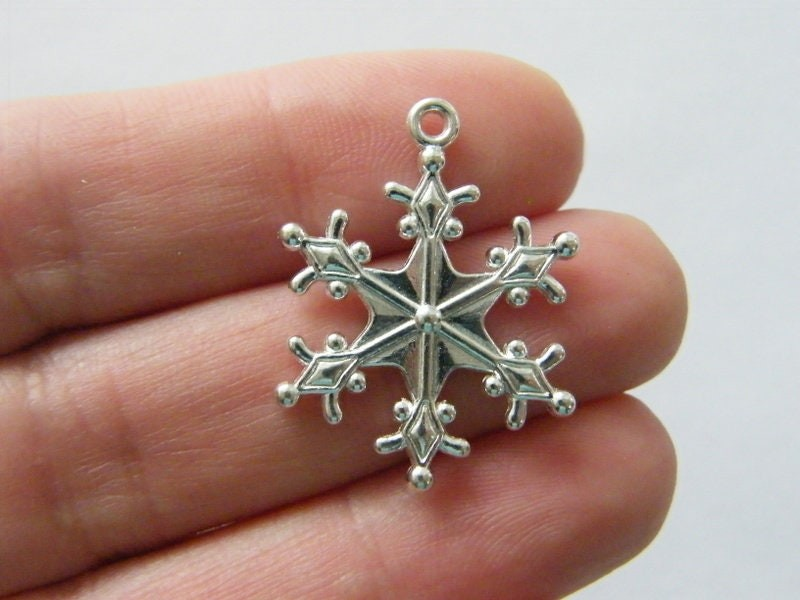 8 Snowflake charms silver plated tone SF19