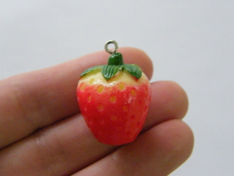 4 Strawberry pendants red green resin FD461