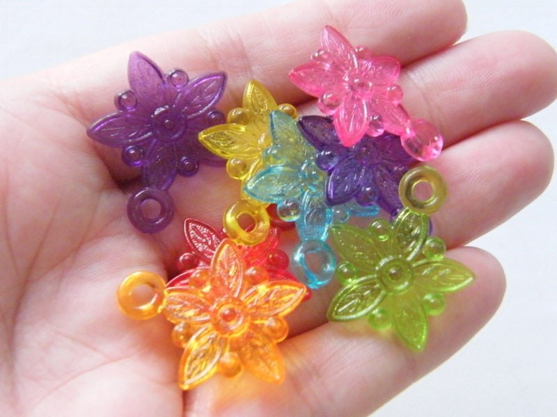 50 Flower pendants random mixed acrylic F218