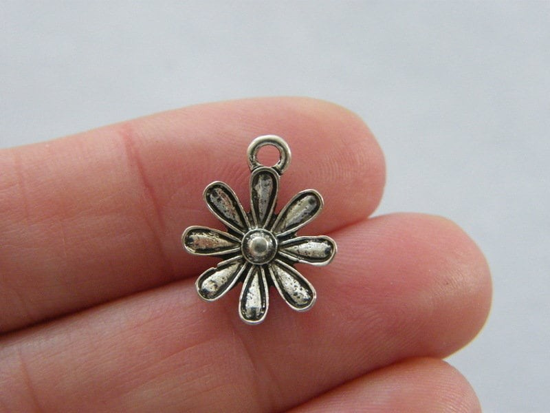 10 Flower charms antique silver tone F387