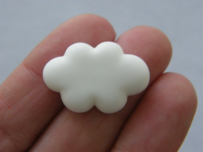 8 Cloud embellishments off white resin S226
