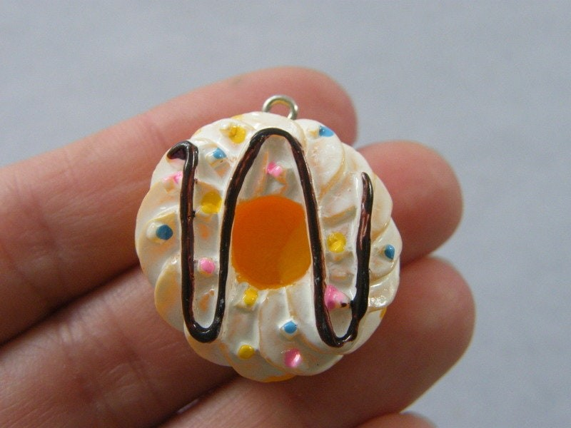 4 Donut or cream cake  charms resin FD531