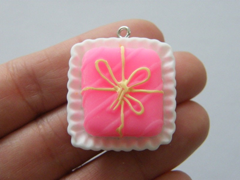 2 Pink bow cake charms resin FD579