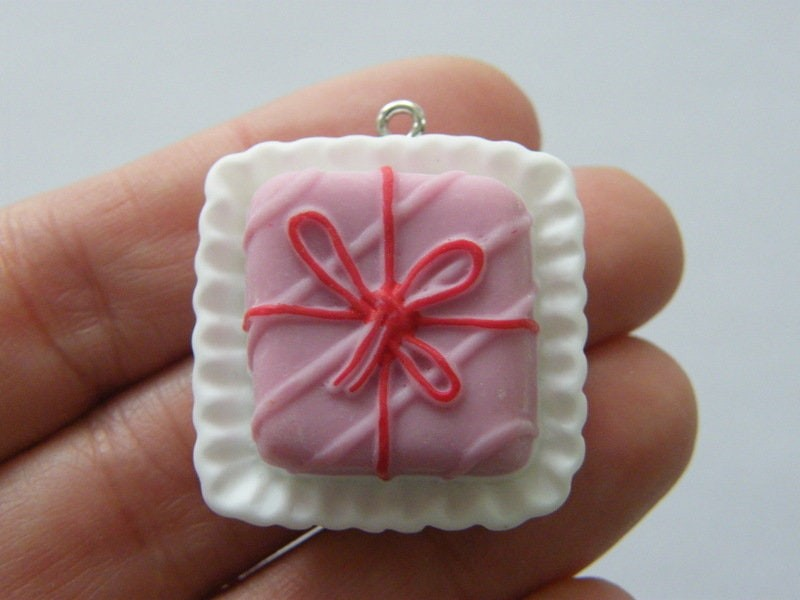 2 Berry bow cake charms resin FD580