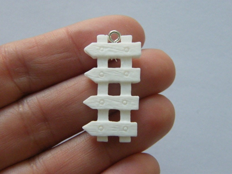 2 Picket fence pendants white resin P196