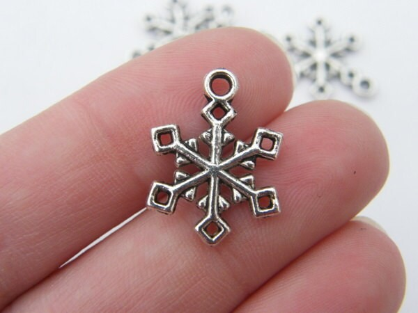 10 Snowflake Christmas charms antique silver tone SF6