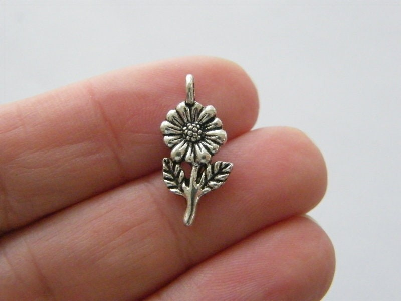 10 Flower charms antique silver tone F40