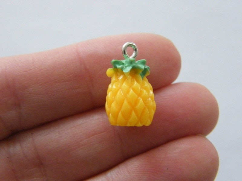 4 Pineapple charms resin FD610