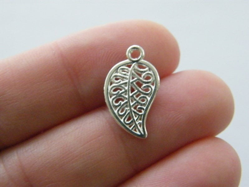 16 Leaf charms silver plated tone L69