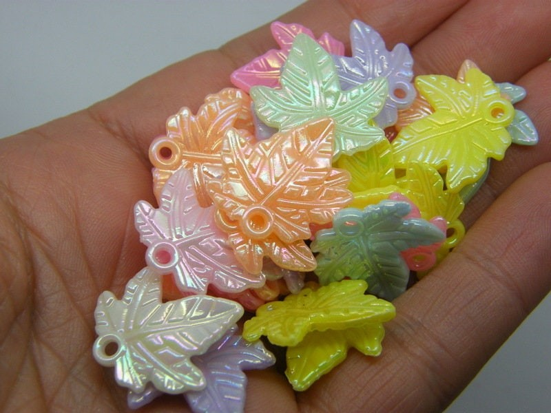 100 Leaf pendants random mixed AB  acrylic L94