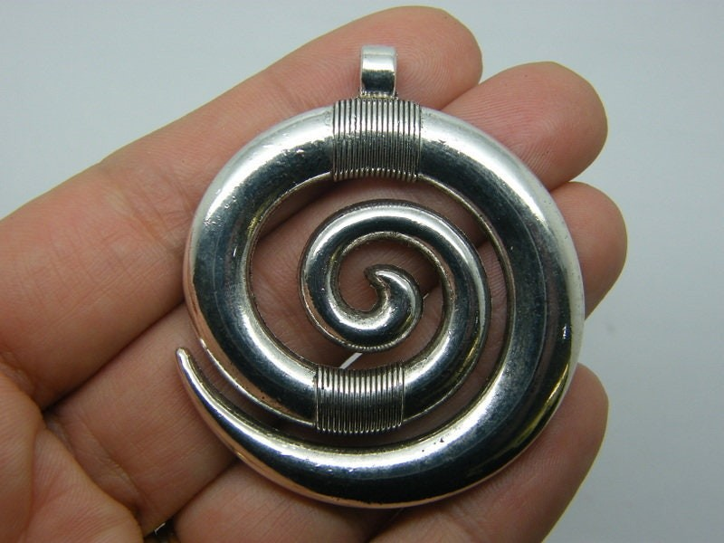 2 Circle spiral pendants antique silver tone M43