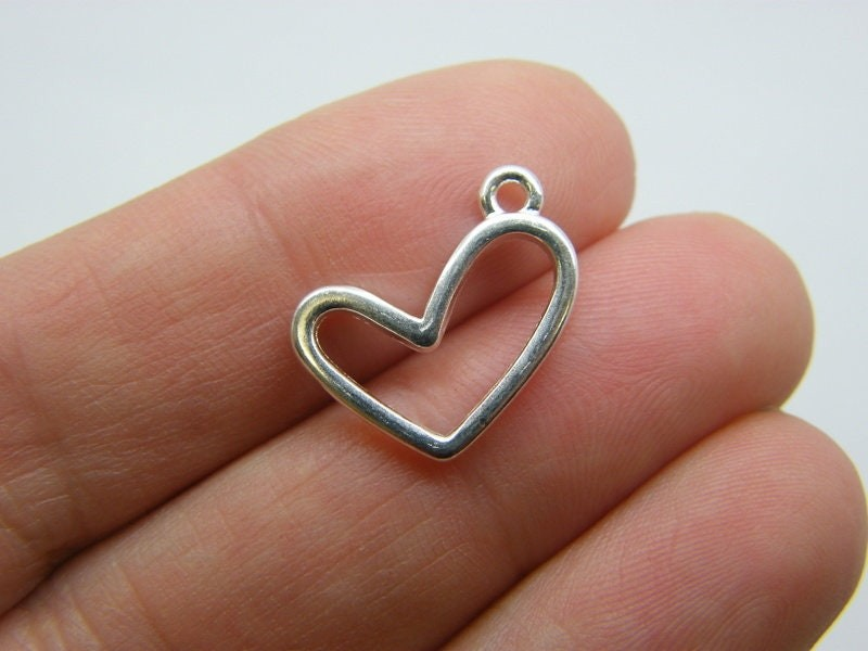 8 Heart charms silver plated tone H99