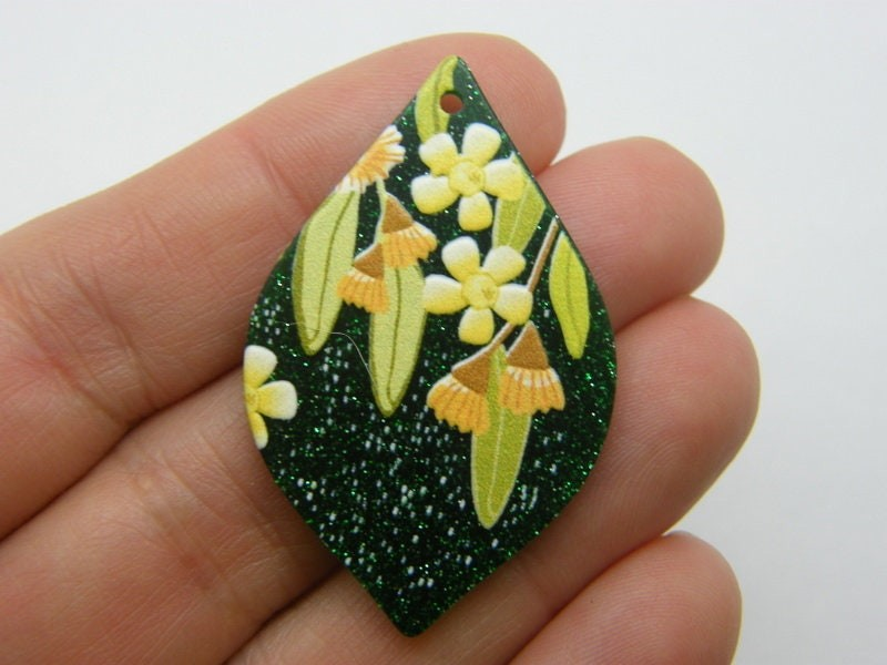 2 Flower pendants green and yellow  resin F453