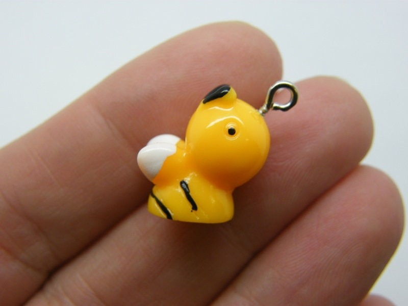 2 Bee charms resin A290