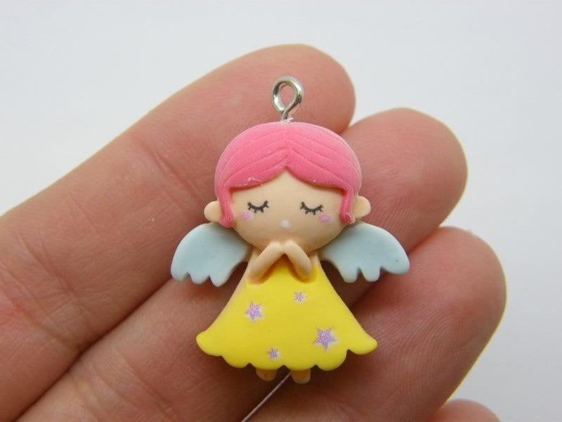 2 Angel charms resin AW1