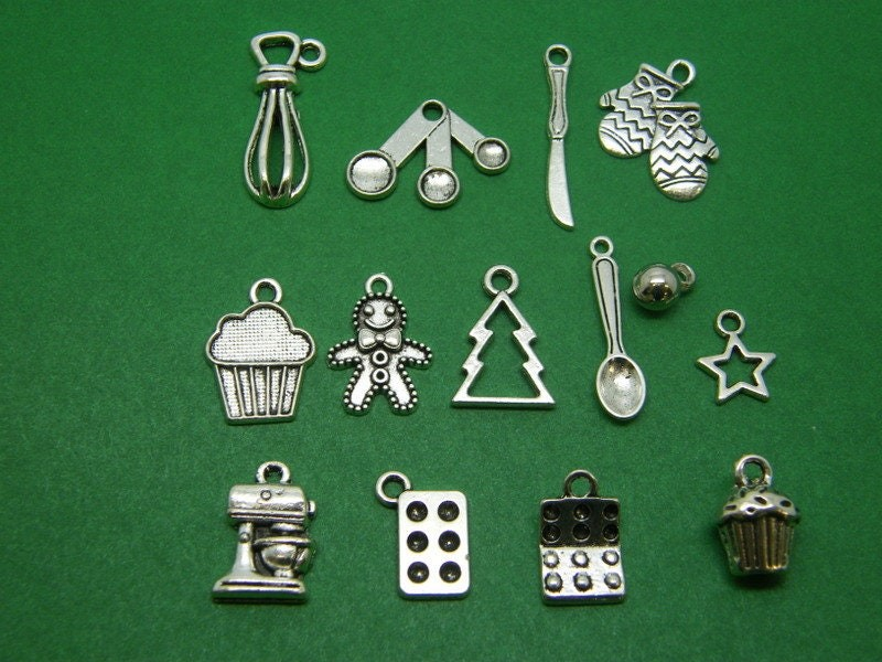 The Christmas baking collection - 14 different antique silver tone charms
