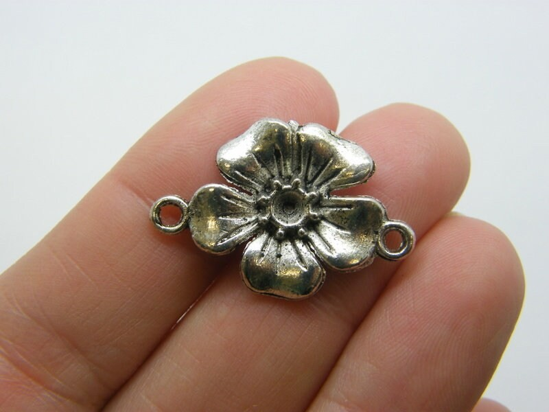 8 Flower connector charms antique silver tone F504
