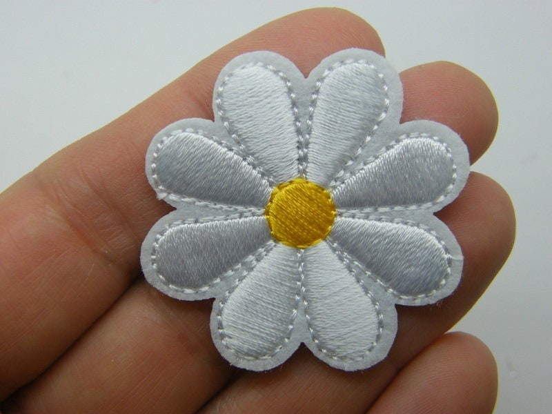 8 Flower daisy patches white yellow embroidered fabric F512