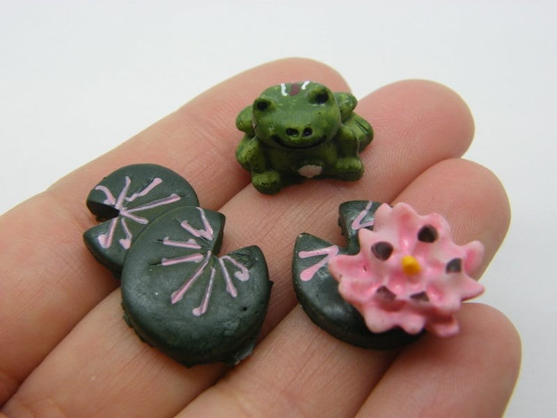 1 Frog lily pad flower miniature green pink resin A1102
