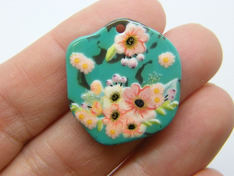 2 Flowers pendants resin F520