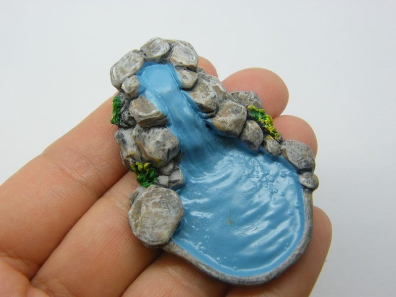 1 Pond waterfall miniature dollhouse resin WT52