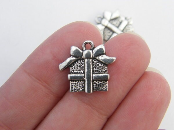 8 Gift or present Christmas charms antique silver tone CT77