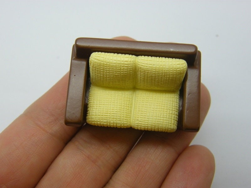1 Couch sofa furniture miniature dollhouse resin P689