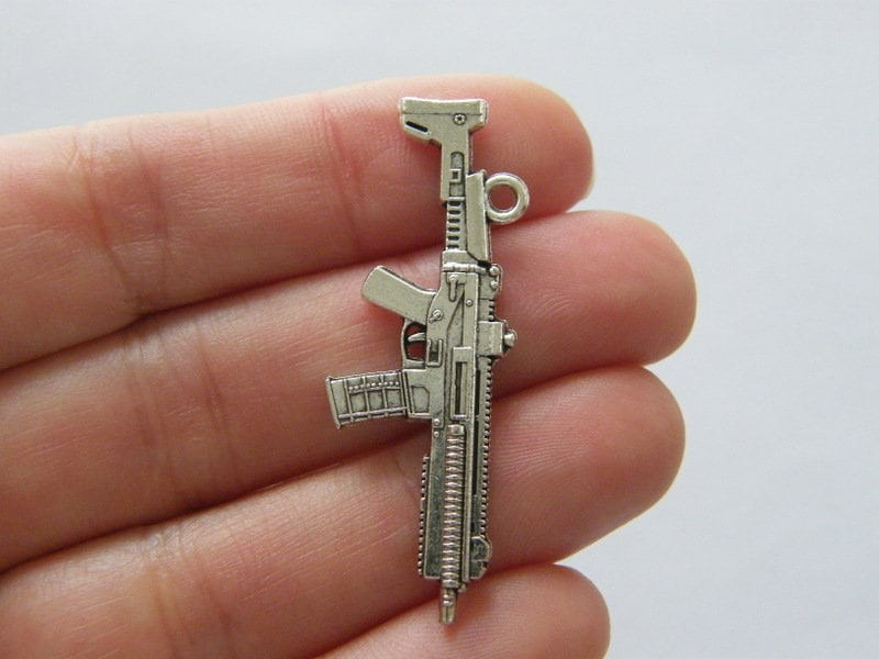 8 Machine gun pendants antique silver tone G77