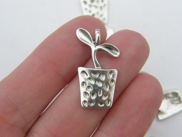 8 Flower pot charms antique silver tone F42