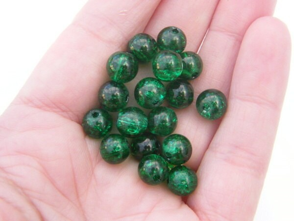 100 Green crackle glass beads B115