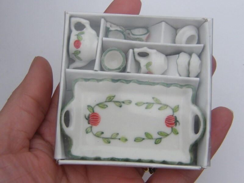 1 White, green and orange porcelain tea set 471Y