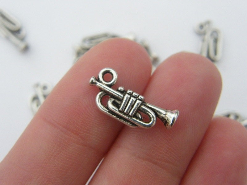 BULK 50 Trumpet charms antique silver tone MN34