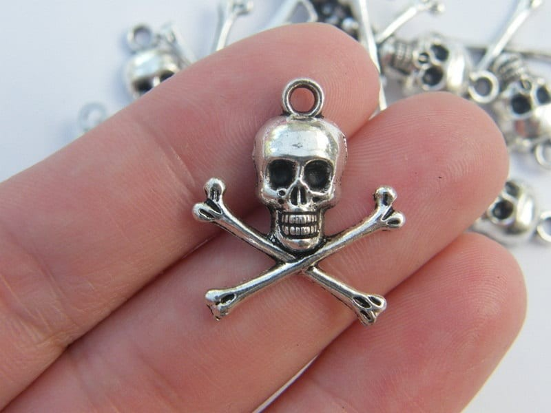 BULK 30 Skull and cross bones pendants antique silver tone HC80