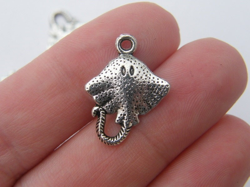 8 Stingray charms antique silver tone FF31