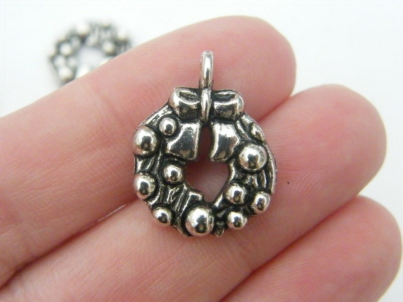 6 Christmas wreath charms antique silver tone CT39