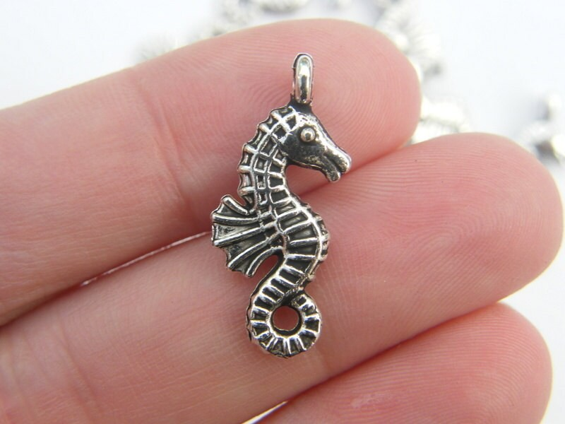 6 Seahorse charms antique silver tone FF172