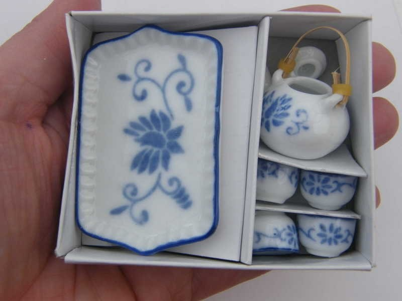 1 Blue and white porcelain tea set