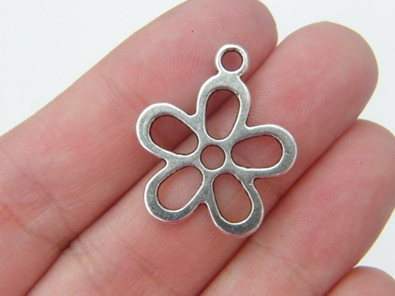10 Flower charms antique silver tone F7